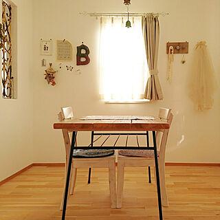 女性の、3LDK、家族住まいの「机」についてのインテリア実例