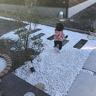 女性26歳の家族暮らし3LDK、枕木も枕木風コンクリートですに関するteahさんの実例写真