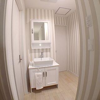 女性36歳の同棲4LDK、洗面台の扉に関するmykさんの実例写真