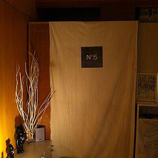 ベッド周り/学生時代バイト先の古着屋の試着室カーテン/間接照明/5.1chサラウンドのインテリア実例 - 2013-10-06 19:25:22