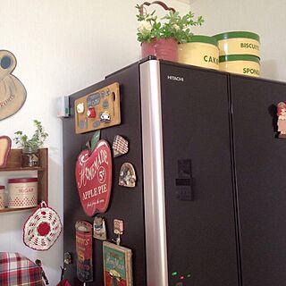 キッチン/冷蔵庫は日立です♡/赤が好き♡/いつもいいねやコメントありがとう♡♪/ごちゃごちゃ やっほ〜〜い❣️同盟...などのインテリア実例 - 2017-05-07 08:25:06