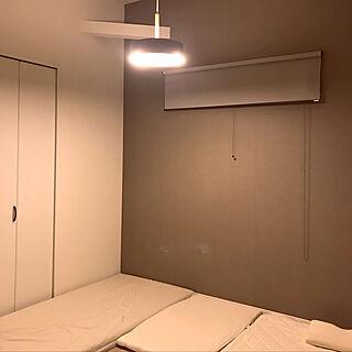 マットレス敷いて寝てます/マットレス直置き/マットレス/ロールスクリーン/寝室の照明...などのインテリア実例 - 2019-09-29 18:33:25