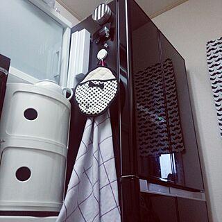女性37歳の家族暮らし4LDK、黒い冷蔵庫に関するayumamiさんの実例写真