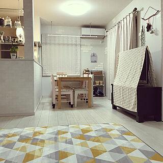 家族暮らし3LDK、リビングの小さな棚の上に関するmiyumiyuさんの実例写真
