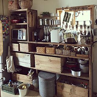 女性家族暮らし、ワイン箱収納に関するYukiさんの実例写真