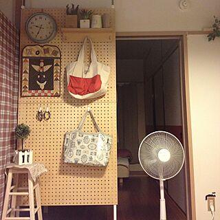 女性の、3K、家族住まいの「壁/天井」についてのインテリア実例