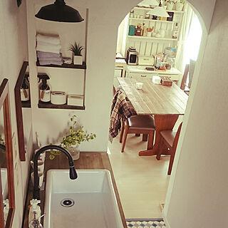 女性家族暮らし4LDK、洗面台 造作洗面台に関するmeguminさんの実例写真