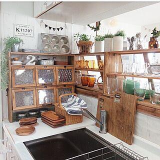 女性38歳の家族暮らし3DK、収納棚KitchenやリメイクやブライワックスやDIYなどに関するmakomiさんの実例写真