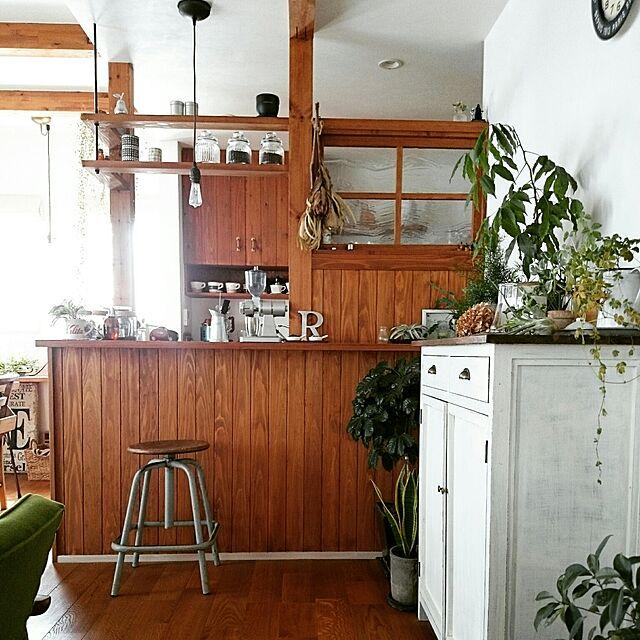 Kitchen,観葉植物,ナチュラル,アンティーク,カフェ風,ドライフラワー,キャビネットDIY,無垢材の床,No Caffeine No Life,珈琲のあるあたたかい暮らし,ボタニカルカフェスタイル,COFFEE LOVERのインテリア実例 | RoomClip (ルームクリップ)