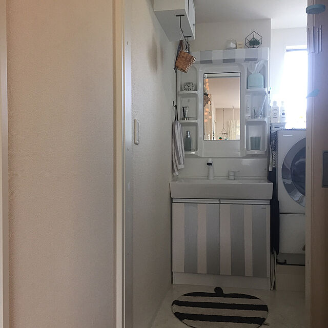 Bathroom/賃貸 洗面所/ストライプ/マスキングテープリメイク/賃貸インテリア...などのインテリア実例