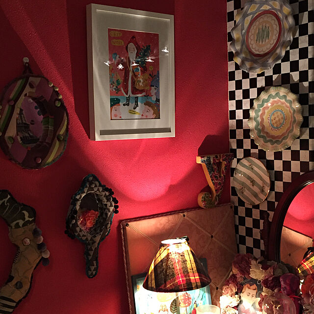 On Walls,IKEA,アート,サンタクロース,ナタリーレテ,マウントハリ,しゃれとんしゃあ会,アートをインテリアに取り入れたい,パリのアパルトマン風,Re壁,クリスマス,市松模様の壁紙,マッケンジンジーチャイルズのインテリア実例   RoomClip (ルームクリップ)