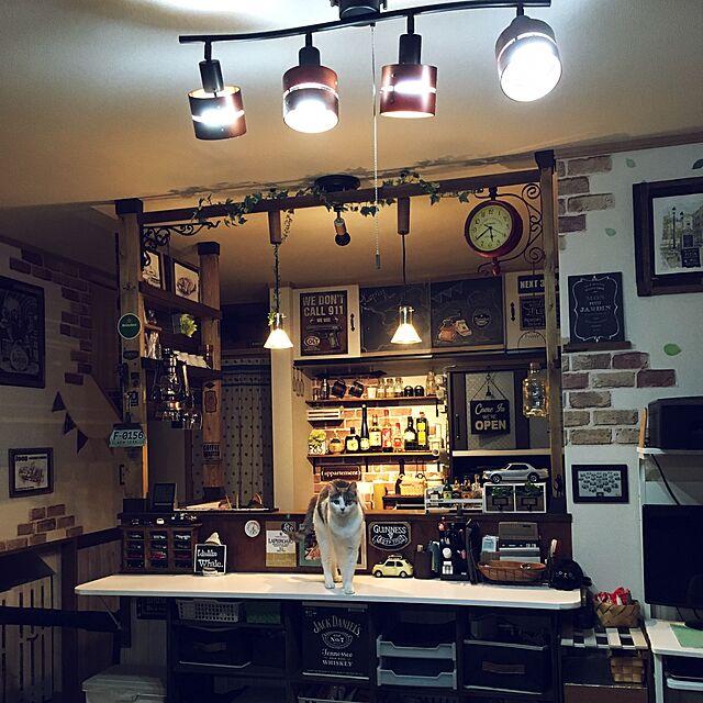 Overview,ミニカー,DIY,カフェ風,カウンターキッチン,ねこのいる風景,モールディング,両面時計,ディアウォール,男前,レンガシート,LEDランタン,カウンターDIY,黒板シート,トミカ収納,板壁風リメイクシート,ブルックリン風,ディアウォール棚のインテリア実例 | RoomClip (ルームクリップ)