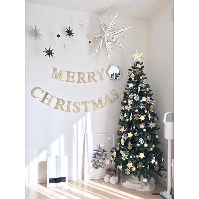 On Walls,ダイソー,IKEA,100均,白,ニトリ,セリア,シンプル,モノトーン,ホワイトインテリア,キッズスペース,ホワイト,クリスマスツリー,まつぼっくり,クリスマス雑貨,カインズ,クリスマスディスプレイ,アドベントカレンダー,シンプルが好き,シンプルインテリア,山善,モノトーンインテリア,すっきり暮らしたい,クリスマスツリー180cm,スリムツリー,いいね&フォローありがとうございます☆,クリスマス,ゴールド×ホワイトのインテリア実例 | RoomClip (ルームクリップ)