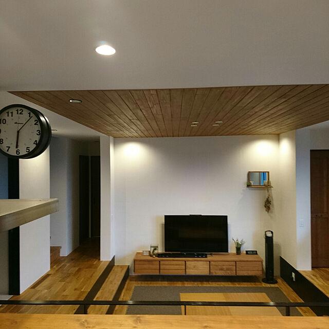 Lounge/DALTON 時計/段差のあるリビング/アイアン柵/造作棚...などのインテリア実例