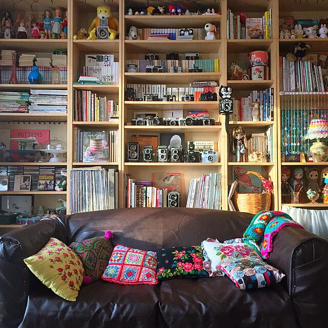 Lounge,本棚,花柄,レトロ,手芸,イギリス,合皮,リメイクソファ,海外生活,昔のカメラ,ねこひげシェルフ定点観測のインテリア実例 | RoomClip (ルームクリップ)