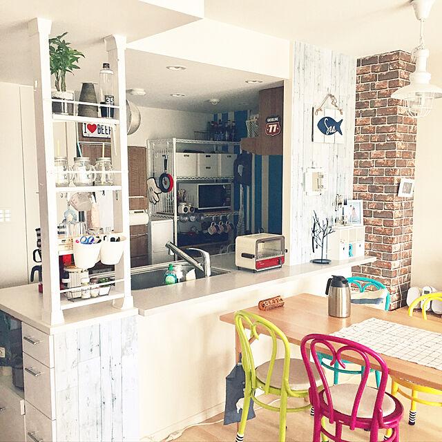 Kitchen,カラフル,マンション,デザイナーズチェア,キッチンカウンター,mt CASA,くつろぎ空間,ディアウォール,冷蔵庫リメイク,山善,トーネット,インボックス,山善収納部,くらしのeショップ,インテリアペーパー,山善さんのスチールラックのインテリア実例 | RoomClip (ルームクリップ)