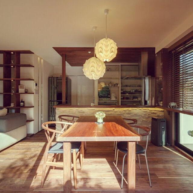 Overview,本棚,北欧,ウォールナット,モザイクタイル,木製ブラインド,無垢材,レクリント,無垢ダイニングテーブル,製作家具のインテリア実例 | RoomClip (ルームクリップ)