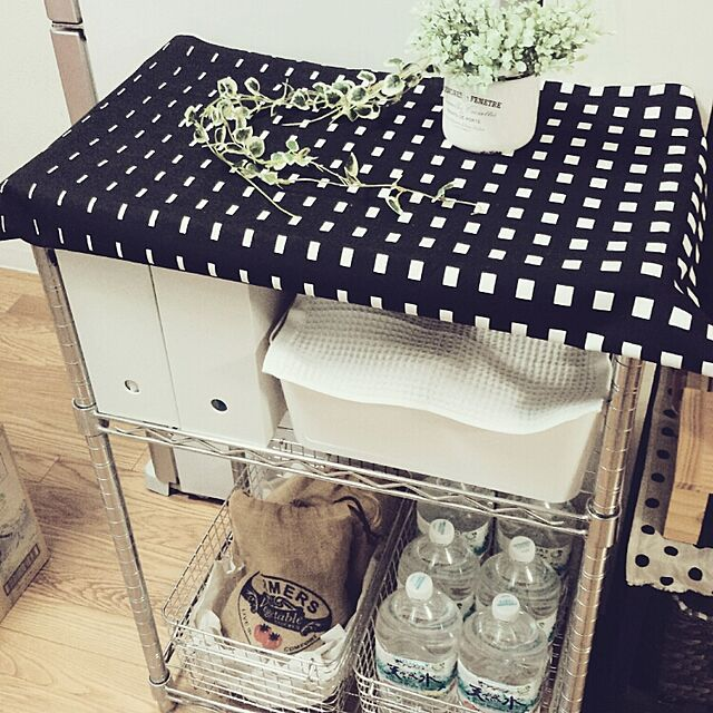 IKEAと収納と食材ストックのインテリア実例