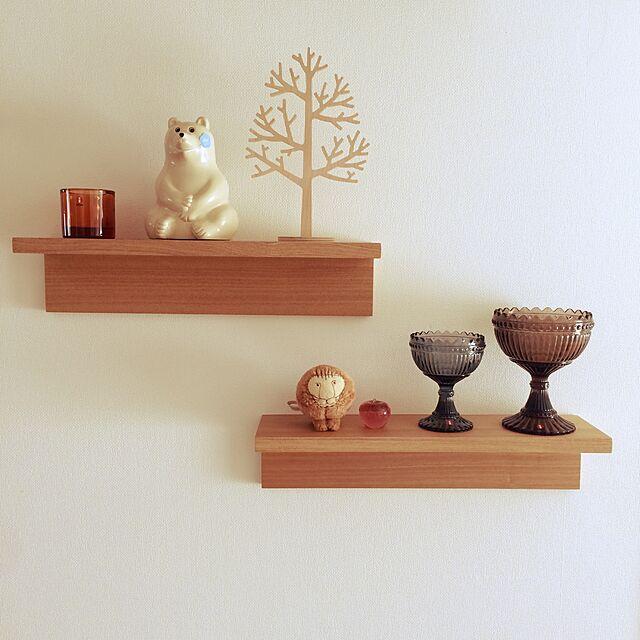 無印良品と壁に取り付けれる棚とウッドツリーのインテリア実例