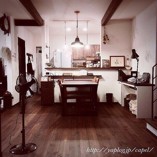 無印良品と壁に付けられる家具とエジプト塩のインテリア実例