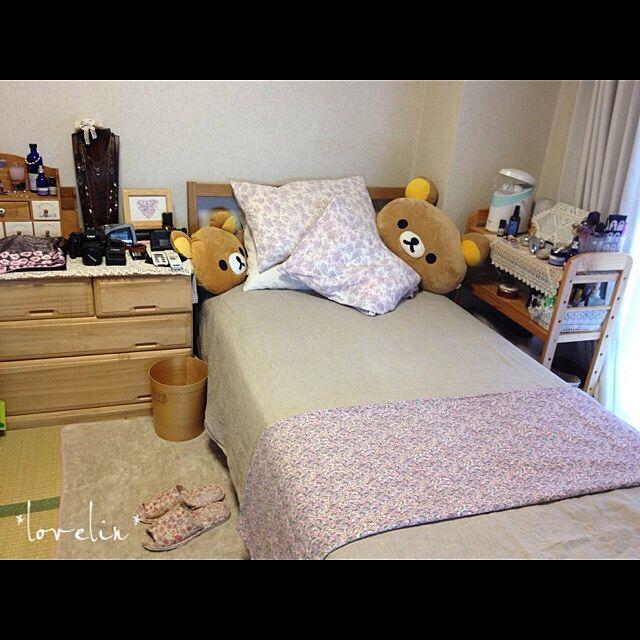 無印良品とベッドと枕はたくさんじゃなきゃダメのインテリア実例