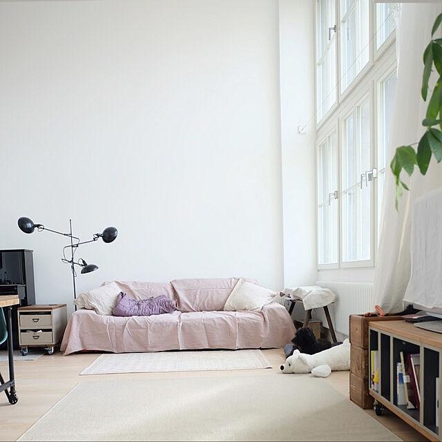 Lounge,IKEA,ソファ,吹き抜け,犬のいる暮らし,シンプルインテリア,Instagram: jucom.deのインテリア実例 | RoomClip (ルームクリップ)