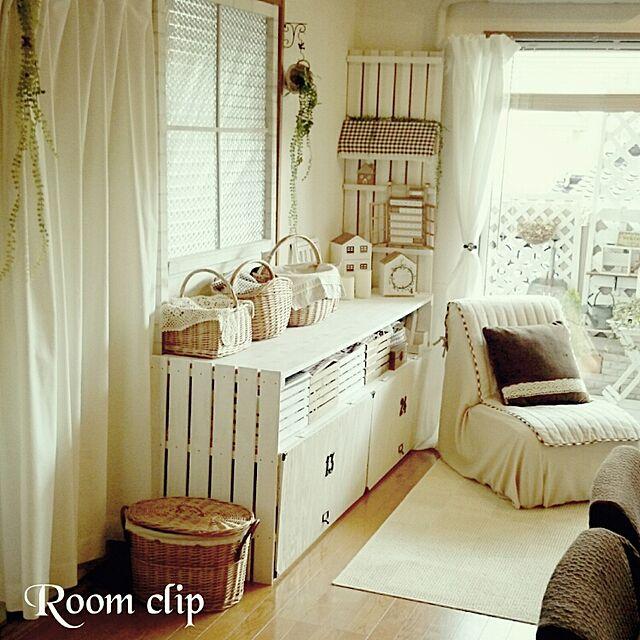 Bedroom,ナチュラル,雑貨,飾り棚,DIY,すのこ,フェイクグリーン,収納棚,窓枠DIY,ベッド周りではありません,かご大好き,おうち雑貨のインテリア実例 | RoomClip (ルームクリップ)
