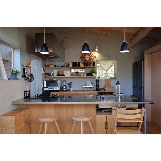 「個性的な間取りとアイテムの調和。緑の庭に囲まれたカフェキッチン」 by annagiさん