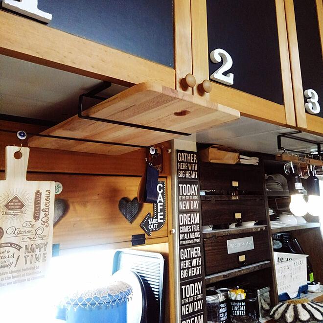 キッチン/パタパタ扉食器棚DIY/オープン食器棚DIY/ハートくり抜き棚DIY/いいね♪いつもありがとうございます❤️...などのインテリア実例 - 2018-05-12 11:05:35