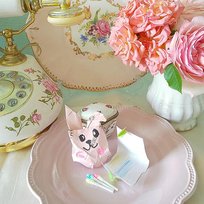 机/ミントグリーンの壁/rose/母の日のプレゼント♡/ピエールドゥロンサール...などのインテリア実例 - 2021-05-10 00:39:35