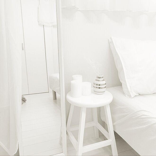 ベッド周り/鏡DIY/IKEAのキャンドル/白/スツール...などのインテリア実例 - 2017-04-28 11:55:25