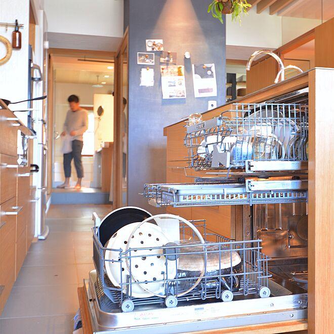 「暮らしの中心に置いた、人を歓迎する品のよいキッチン」 by room___317さん