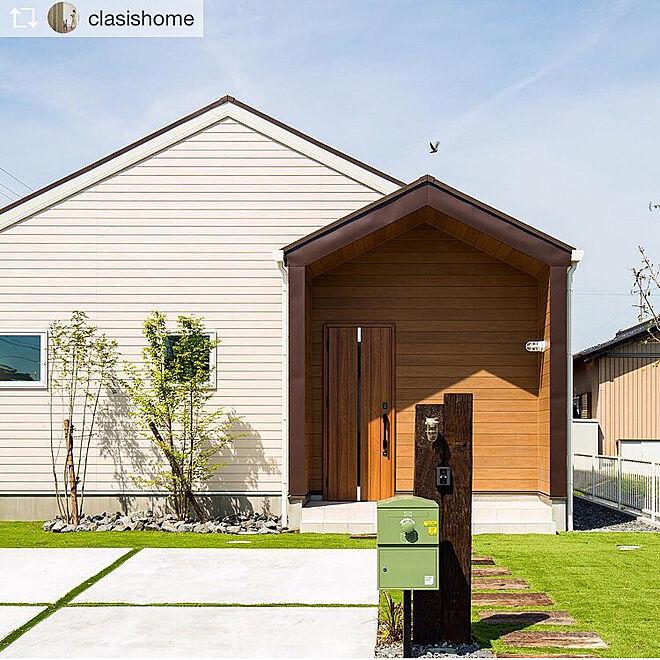 玄関/入り口/宅配ボックス/人工芝/白い家/よろい調...などのインテリア実例 - 2018-05-14 23:20:40