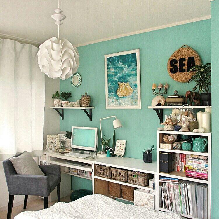 女性で、、家族住まいの部屋全体/パソコン周り/デザイナーズ照明/LE KLINT/本棚DIY/本棚…などについてのインテリア実例を紹介。