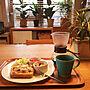 My Desk/観葉植物/無印良品/HARIO/IKEAの食器/sakuzan/オーク材ユニットシェルフ/塩麹ドレッシングにはまり中/今日のコーヒーは在来種だそう/コーヒー豆で在来種って珍しい?に関連する部屋のインテリア実例