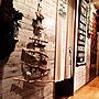 On Walls/ダイソー/オーナメント/廊下/100均/DIY/リメイク/セリア/クリスマス/キャンドゥ/インダストリアル/クリスマスツリー/interior/ステンシル/カフェみたいな暮らし/カフェ風インテリア/クリスマスディスプレイ/セルフリノベーション/賃貸インテリア/男前インテリア/リメイクシート/ヴィンテージテイスト/男前カフェ/ブルックリン/グリーンのある暮らし/流木ツリー/LIMIA/ブルックリンカフェ/100均クオリティ/ヴィンテージスタイル/インスタ→yuka_setsu0527/ブルックリンカフェスタイル/ブルックリンカフェ風インテリア/LIMIA→yukaに関連する部屋のインテリア実例