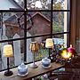 ダイソー/ハンドメイド/クリスマス/アンティーク雑貨/アンティーク風/窓枠DIY/クリスマスディスプレイ/けしごむはんこ/夕方のリビング/キャンドルディスプレイ/アンティーク調ライトに関連する部屋のインテリア実例