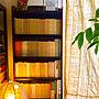 My Shelf/観葉植物/本棚/アンティーク/アマゾンオリーブ/イサム・ノグチ/文庫本/カーテン 手作り/文庫本コーナー/NO GREEN NO LIFE/本好き/アートのある暮らし/ふるいものが好き❤/インド古裂に関連する部屋のインテリア実例