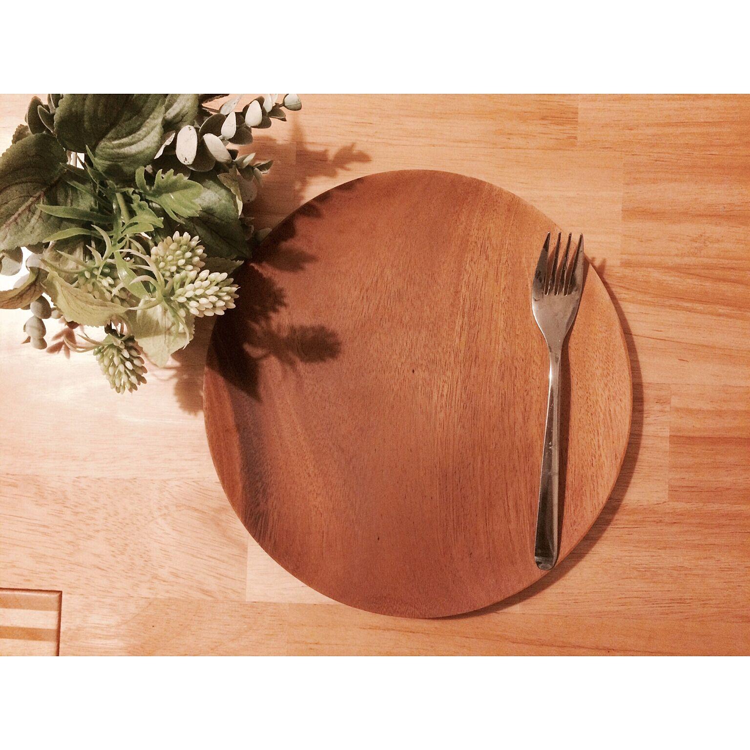 シンプルさが魅力!ニトリ・無印良品の食器、これが人気