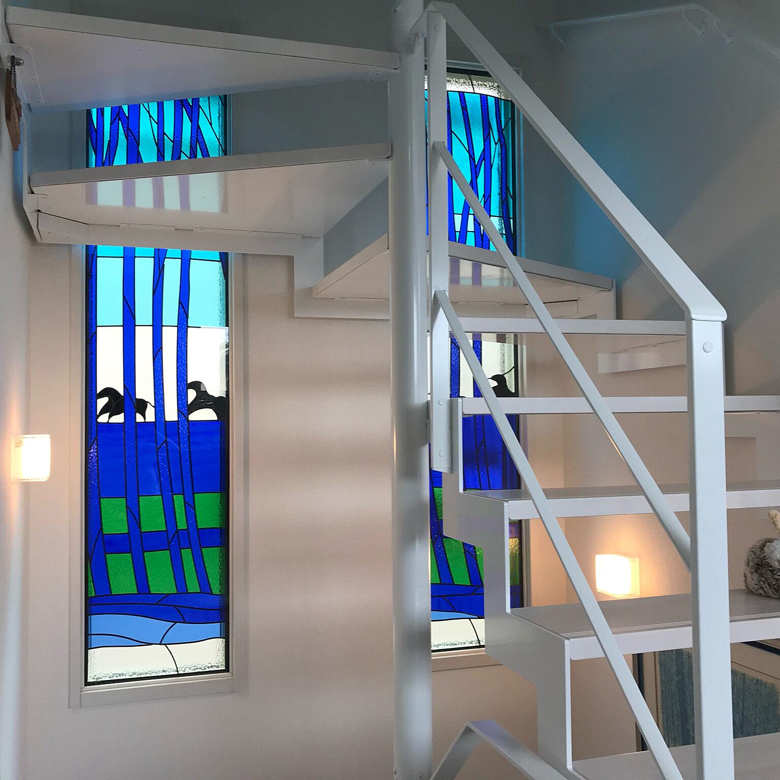 光とガラスが癒しをもたらす。美しいステンドグラス窓の世界