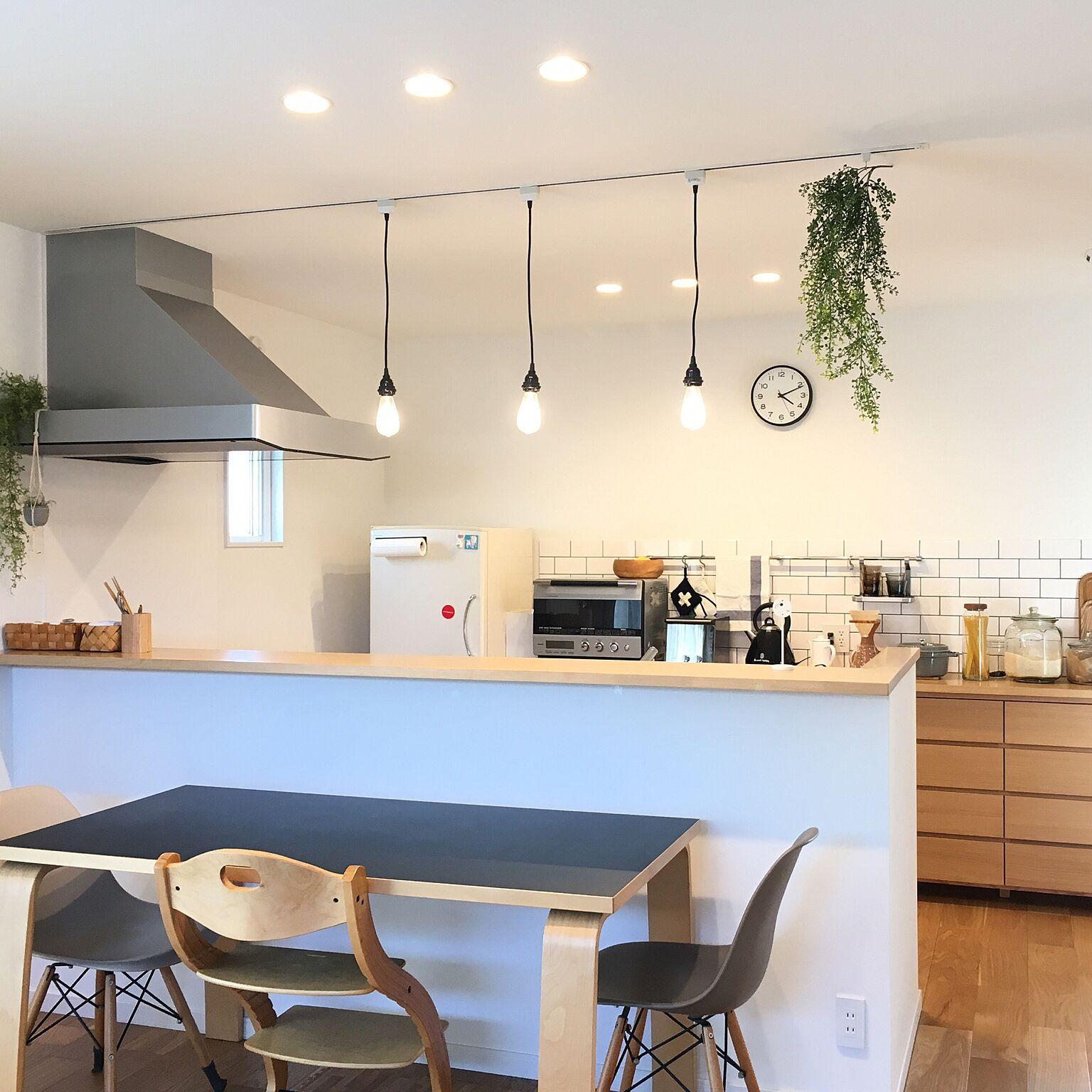 「本当の自分と向き合って。たどり着いたシンプル空間」憧れのキッチン vol.95 velihoooさん