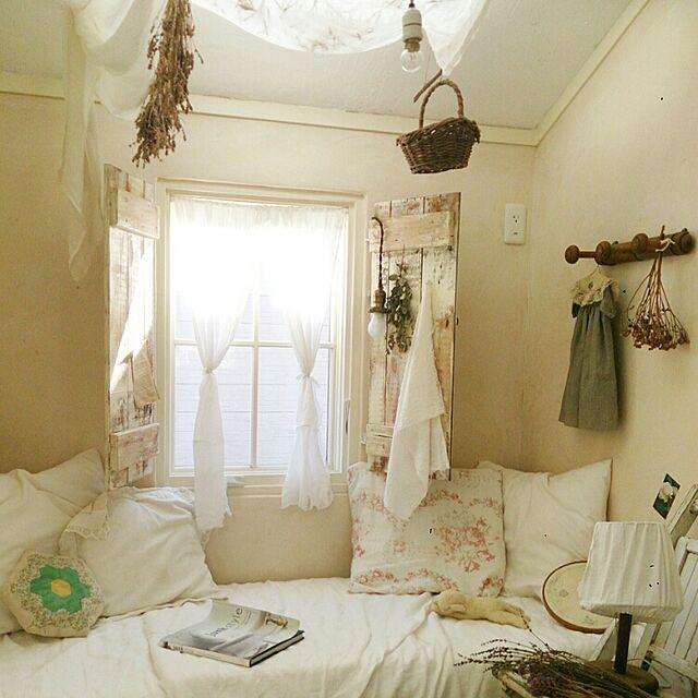 On Walls,ホワイト インテリア,インテリア,漆喰壁,窓辺,クッション,小部屋,暮らし,フレンチスタイル,ドライフラワー,リネン,シャビー cotoriの部屋