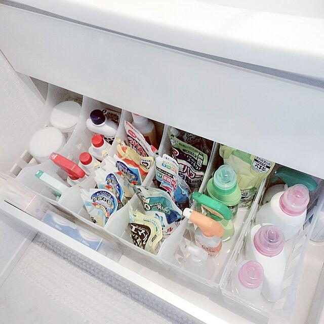 Bathroom,シンプル,北欧,白が好き,いいね!ありがとうございます♪,こどもと暮らす。,100均,洗面所,洗面所下,洗面所下収納,28.9.20,セリア,収納,載せる勇気,生活感たっぷり,洗面所 収納 momokiraの部屋