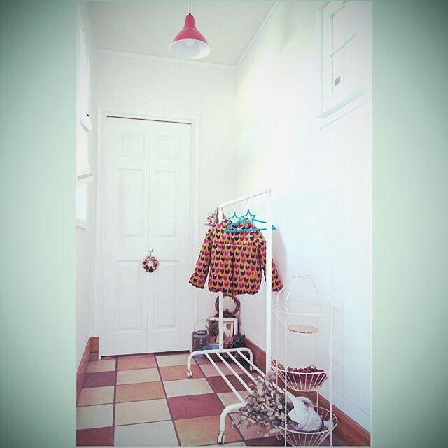 Entrance,ハンガーラック,IKEA,土間,タイル fu.fu23の部屋
