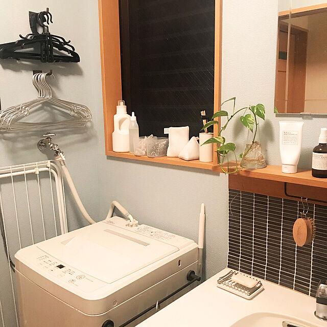 無印良品 洗濯機,洗濯機まわりの収納,ペイント壁,タイルシート,Bathroom kamiの部屋