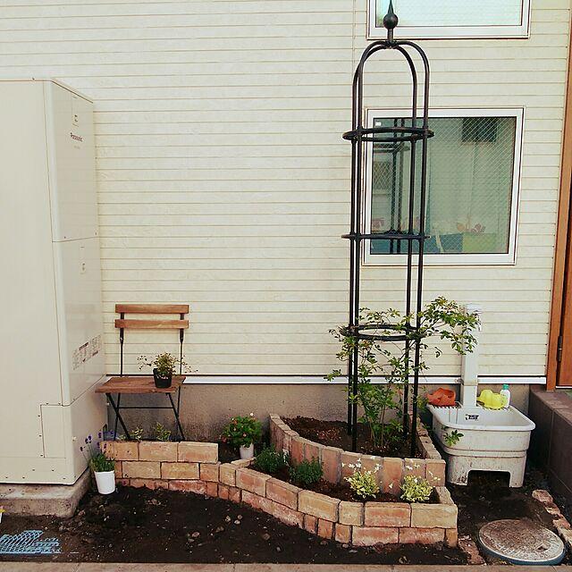 Entrance,オベリスク,グリーンのある暮らし,庭,レンガ,DIY,アフター,花壇,洋風,モッコウバラ,ガーデンチェア,ベルギーブリック Citrusの部屋