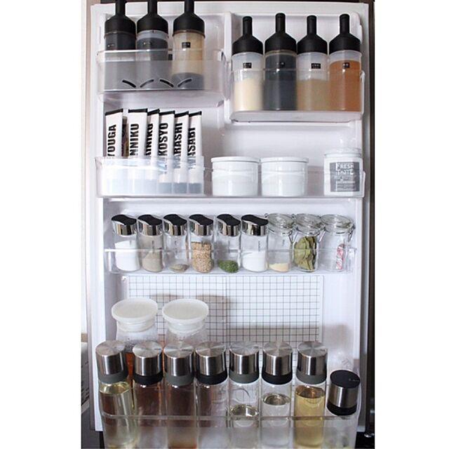 キッチン,冷蔵庫収納,冷蔵庫,グラフチェック,ディスプレイ,シンプル,収納,モノトーン,賃貸,シンプルライフ,IGやってます,ig→ma___on,ホワイトインテリア,ニトリ,100均  ma___onの部屋
