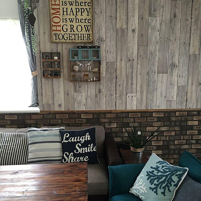 Lounge,生のり付き壁紙,壁紙屋本舗,滑車フック,ニトリのクッションカバー,サンゲツ,DIYテーブル,DIY棚,だってそれが… chisaの部屋