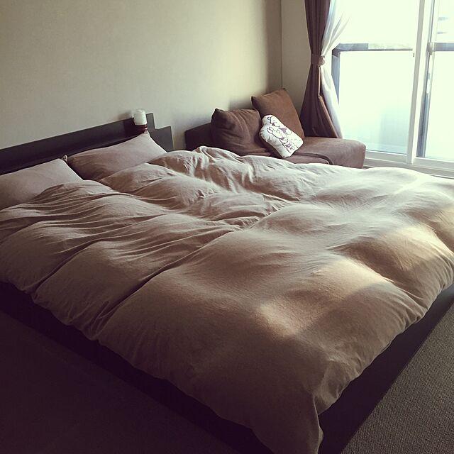 Bedroom,モダン インテリア,二重サッシ,寝室にソファ,寝室,無印良品のベッドカバー,無印良品 HOMIの部屋