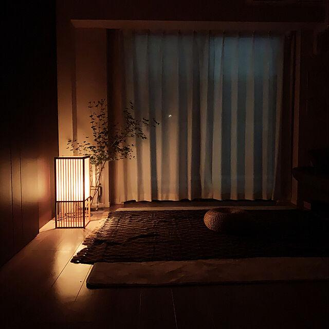瞑想,心地よい暮らし,和モダン,ジャパニーズモダン,ドウダンツツジ,スローケット,フロアランプ,マンション暮らし,ミニマル,リビングインテリア,行灯,ステイホーム,Lounge,マッサージルーム,ポータブルな暮らし,ミニマリスト,おうち時間,フレキシブルな暮らし,間接照明,japandi ykの部屋
